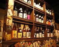 日本酒・焼酎の瓶がずらり