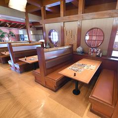 6名様でご利用いただけるテーブル席を8卓ご用意しております。