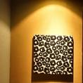 店内にはMarimekkoのアート等が飾られる。