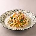 料理メニュー写真(10/8~)「北海道産」いくらと鮭のミルクパスタ