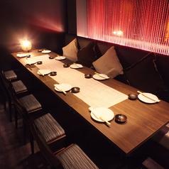◆ゆったりくつろぎソファー席◆女性に大人気!女子会や合コン等、フランクな飲み会にピッタリのお席です。おくつろぎ頂き、ごゆっくりお酒と当店自慢の地鶏料理をお楽しみ下さいませ。