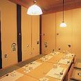 ◆6~16名様用個室◆足元ゆったりの掘りごたつ座敷は6名様~最大16名様まで対応可能。10名様用のお部屋と、8名様用2部屋のご用意です。お店の奥まった位置にある個室なので、気兼ねなく宴会をお楽しみ頂けます。ご予約はもちろん、お昼でも承っておりますので、どうぞお早めに!※個室利用は大人6名様~承っております