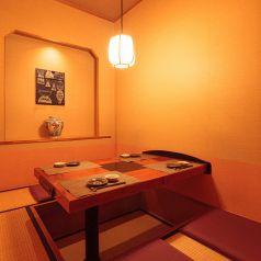 4名用の個室は、様々な席タイプをご用意しております。