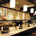 カウンター前のショーケースには、新鮮な寿司ネタがずらりと並びます♪