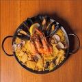 料理メニュー写真魚貝 鶏 きのこのミックスパエリア
