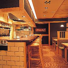 ◆おひとりさまOKカウンター席◆八かく庵大阪マルビル店は梅田駅1分、大阪駅3分の立地にございます。大阪第一ホテルにも直結。おひとり様でのランチや休憩、時間調整などにも大活躍です。大阪マルビル内ということもあり、同窓会や会社宴会など待ち合わせもわかりやすく好評です。