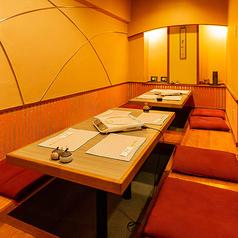 6名様席×3卓。ご家族連れ、グループ、ご旅行の際にオススメの掘りごたつ席となります。