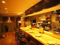 目の前で調理を楽しめる臨場感溢れるカウンター席となっております。