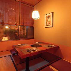 中庭がご覧いただける落ち着いた和の個室は、接待や誕生会など特別な日に。