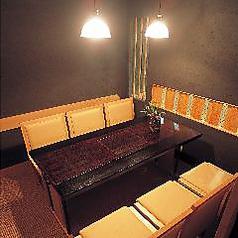 ◆4~6名様用個室◆誕生会、お食事会と少人数のお集まりに最適の、テーブル席、完全個室です、お祝いの席なら個室席を。完全個室だから、プライベート、接待にも、最適の個室でございます。サプライズの花束やお祝いデザートとご一緒のご利用ならさらにご宴会が盛り上がります※個室利用は大人4名様~承っております