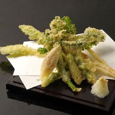 料理メニュー写真季節のお野菜天ぷら/キスの天ぷら/イカの天ぷら