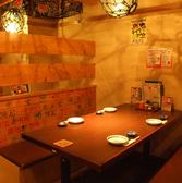 テーブル席は全席、柱と腰壁で仕切られているので、隣のお席を気にせずに過ごせます。にぎやかな雰囲気はそのままに、お客様の空間で宴会をお楽しみいただけます!こだわりの日本酒もあるのでぜひ新鮮なお刺身とご一緒にお楽しみください♪【お初天神 居酒屋 食べ放題 飲み放題 個室 海鮮 宴会 刺身 日本酒 和食】
