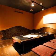 女子会や少人数での宴会でご利用頂ける席。会社終わりに仲の良いメンバーと刺身を肴に楽しめます!