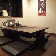 窓側の手前のお座敷テーブル席★暖簾で仕切られ周りが気にならない雰囲気