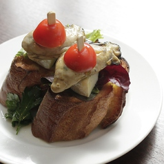 スモーク牡蠣とカマンベールのピンチョス
