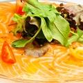 料理メニュー写真スモークサーモンのカルパッチョ