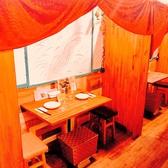 カーテンを下げると2人っきりの個室空間。デート、お友達・同僚と飲みに人気です。