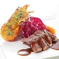 料理メニュー写真牛ヒレステーキトリュフソースとイセエビの身が詰まった濃厚クリームソースのテルミドール