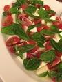 料理メニュー写真水牛のモッツァレラチーズとトマトのインサラータカプレーゼ