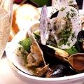 料理メニュー写真ムール貝と浅蜊のMOET&CHANDON蒸
