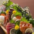 料理メニュー写真新鮮お造り源氣盛り(九種盛り)イクラ・蟹・マグロ・サーモン・かんぱち全9種