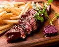 料理メニュー写真牛ハラミステークフリット 自家製赤ワインバターを添えて