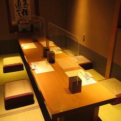 間接照明の心地いいお座敷個室は4名様までOK。お食事会、宴会、接待などなど様々なシーンでご利用いただけます。