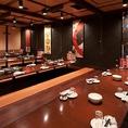 接待や会食などにも最適な落ち着いた雰囲気のお部屋もご用意しています。東京駅周辺の接待や会食が可能な和食個室居酒屋をお探しの方は刺身居酒屋うおや一丁八重洲口店へ! 接待や会食におすすめなプレミアム飲み放題付きの宴会プランもございます。【東京 個室 飲み放題】