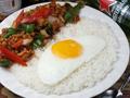 料理メニュー写真鶏肉とバジル炒めご飯