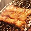料理メニュー写真旨味たっぷりこだわりの豚バラ串