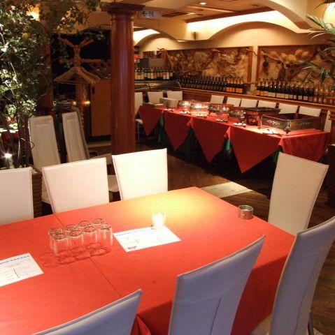 仲間内でのパーティーや、会社などでの大きなパーティなど幅広く対応できるテーブル席。