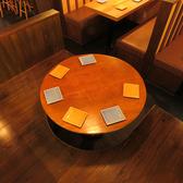 【予約必須!!】横丁気分を味わえる丸テーブルのお席!!会社宴会などにも人気のお席となっております。