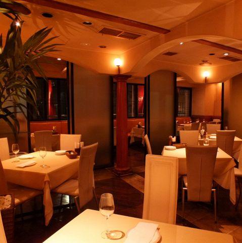 2Fのレストランでは、貸切 40~70名様迄対応。平日は16万~(金、土 20万~)応相談でございます。お早めにお問い合わせくださいませ。