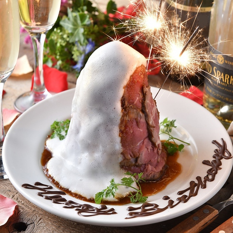 《当日OK》コースでご予約の先着3組様限定でバンビーナ特製『ローストビーフ肉タワーケーキ』無料贈呈♪主役を「あっ!!」と驚かせたいならコレで決まり☆もちろんメッセージ&花火付き♪お祝いもガッツリお肉で盛り上がろう☆