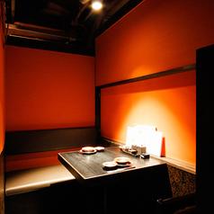 しっぽり2人の空間で和の美食を堪能。デートに最適なこの席は、誰にも邪魔をされない個室。お得な2名様ペアシート限定コースもあり。