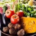 【契約農家直送野菜】 季節の野菜は山形出身の料理長が直接交渉し、温度や湿度など管理も徹底しているこだわりの山形の契約農家から直接仕入れます。
