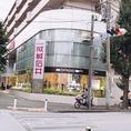 道向かいには、成城石井様ございます。