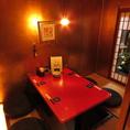 当店人気ナンバー1の赤いテーブル・4名様お座敷個室です。
