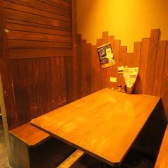 4,8名テーブル×1卓ずつございます。神崎川駅から徒歩1分と駅チカなので普段使いから小宴会でのご利用にもピッタリです!