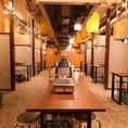 4名様用のテーブル席は24卓ご用意。ちょい飲みや女子会・二次会といった様々なシーンにおすすめ。当店は月~土は深夜2時まで営業しております。(日・連休最終日は24:00閉店)