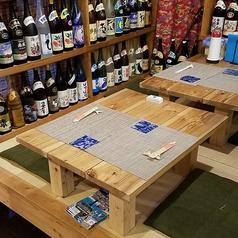 琉球畳を使用した座り心地抜群の座敷。2名様用で、となりの席と繋げつことで4名までご利用いただけます。