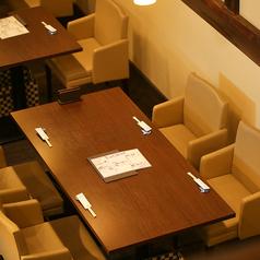 【1F】テーブル席38席。ゆったりくつろげるテーブル席をご用意しております。