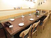 1階奥のテーブル席は繋げて最大14名様まで!