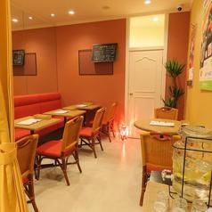 VERDE cafe&bal ヴェルデ カフェ&バル 大阪駅前第2ビルの雰囲気1