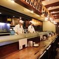 臨場感あるカウンター席!調理姿の見えるカウンター席はお一人のお客様も大歓迎です。カウンターのお席はデートにもおすすめです。他にも本格和食と日本酒などのお酒をご堪能頂けます。いつもとは違ったお席でのお食事をお愉しみいただけます♪新鮮で美味しい魚介料理とこだわりの店長おすすめ日本酒とご一緒にご堪能あれ!