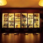 日本酒などは大型のUVカットのショーケースにて保存。