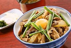 料理メニュー写真すきやき風特上牛丼(赤だし、香物付)