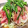 料理メニュー写真熟成醤油出汁の豪快肉鍋(2~3人前)