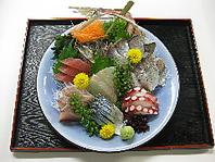 当日朝、築地市場より活き〆鮮魚を仕入れてます!