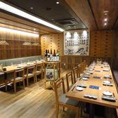 最大24名様のテーブル席。お客様専用の日本酒カウンターは盛り上がること間違いなし!!